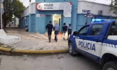 LAS VARILLAS: DOS JÓVENES DETENIDOS LUEGO DE ESCAPAR DE LA POLICÍA