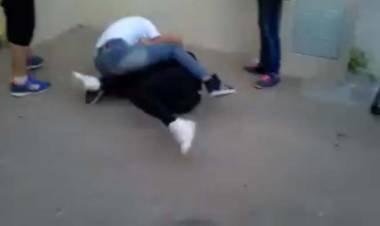 EL ARAÑADO: DOS ADOLESCENTES DE 14 AÑOS SE PELEARON Y UN QUEDÓ INCONSCIENTE.