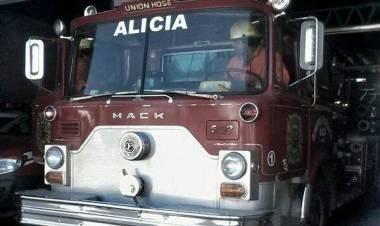 ALICIA: BOMBEROS, SALIERON A REPARTIR CARAMELOS Y TERMINARON AGREDIDOS