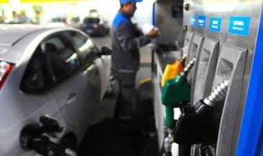 YPF bajaría el precio de los combustibles