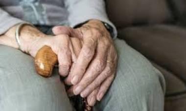 LAS VARILLAS: AGREDIÓ A SU MADRE DE 74 AÑOS.