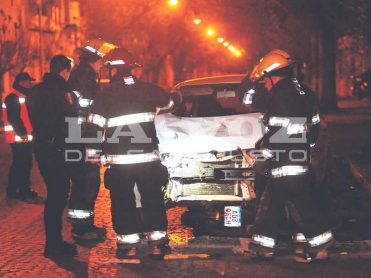 SAN FRANCISCO: Murió motociclista de 24 años al chocar con un auto esta madrugada en barrio Catedral.