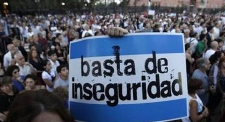 LAS VARILLAS: PESE AL ESFUERZO POLICIAL, SIGUEN LOS ROBOS.